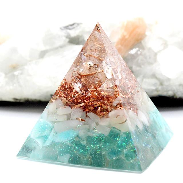 ピラミッド型Ⅱ オルゴナイト ペリドット 花チャーム入り
