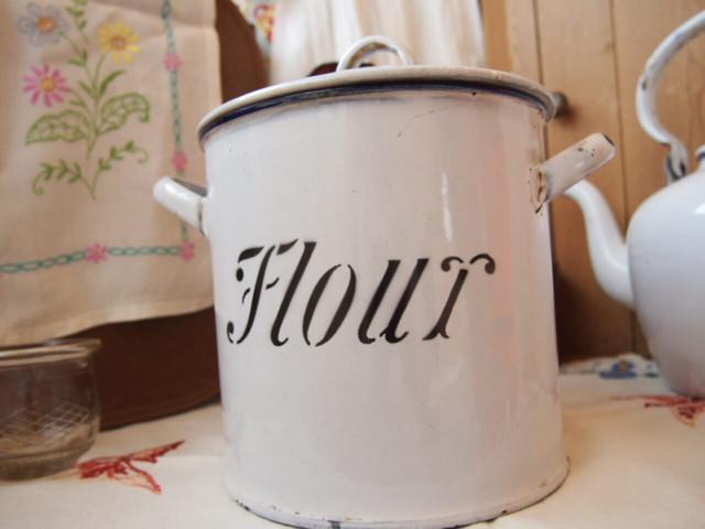 フラワー缶