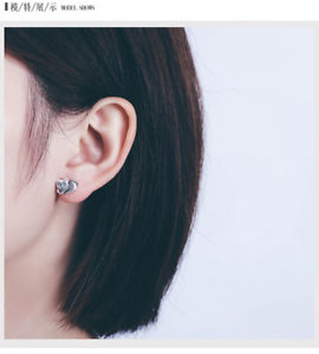 【送料無料】スターリングシルバーポストスタッドイヤリング925 sterling silver cat post stud earrings women girl a1066