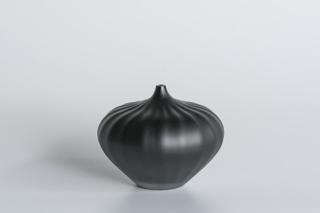 decorative vase no.9 / qualia-glassworks