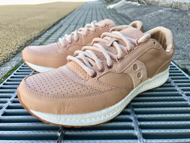 SAUCONY FREEDOM RUNNER (TAN/TAN)