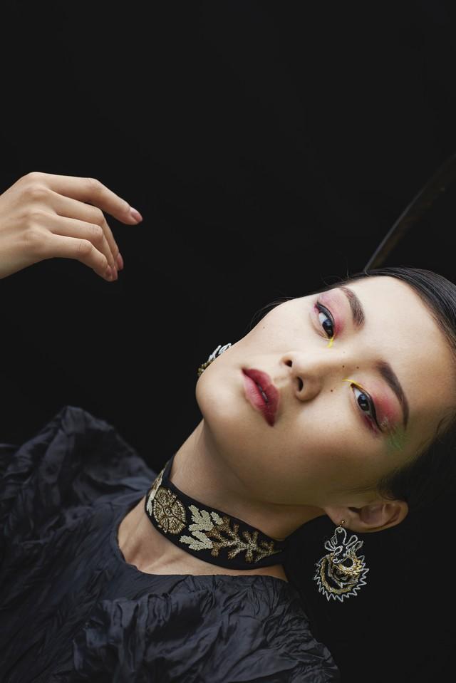 ARRO / Embroidery earing / DANCING SHELLS / black