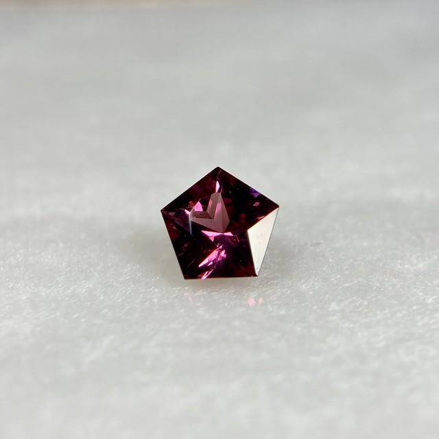 星のガーネット  約4.5mm*2.5mm r-0351