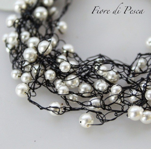Croshet Necklace  (black x pearl)