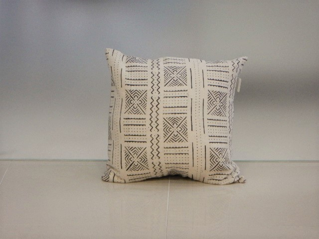 品番UC-005 Cushion [Large / African White mud cloth]