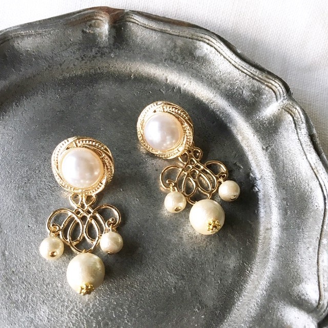 [2 Way] White pearls with Cotton pearls pierces