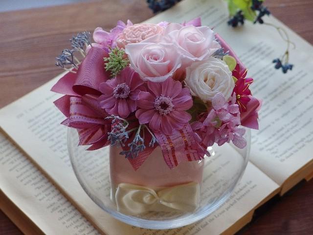 ピンクの花がギュッ!・ロマンティックなアレンジメント