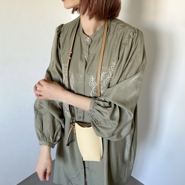 フロント刺繍ギャザースリーブBL/オリーブ