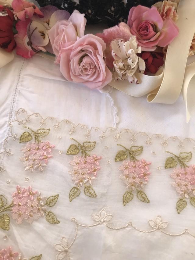 花刺繍シルク可愛いハンカチーフ 在庫1