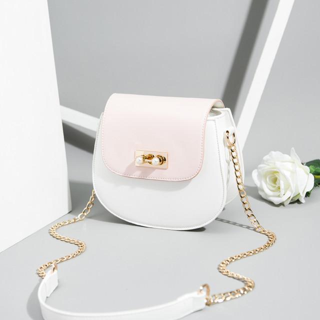 【小物】刺繡入りスウィート大容量女性らしい印象前向きな感じハンドバッグ