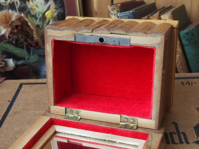 モシュリンヌの木箱