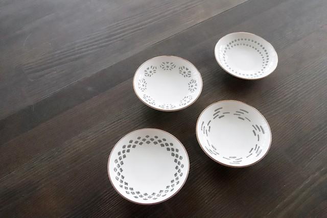 『蛍手』『小皿4枚セット』『PINK GOLD』 *透彫 透明の釉薬 美しいディテール 白い小皿 手書きピンクゴールド