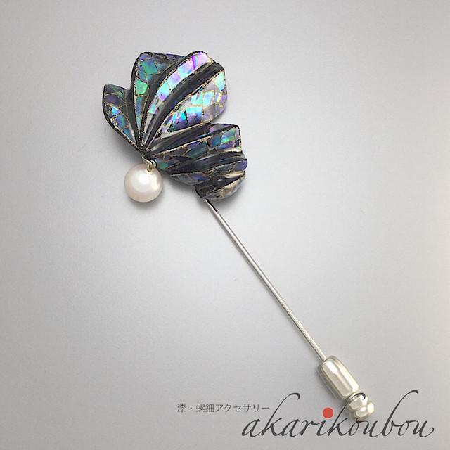 螺鈿と蒔絵の漆黒ピンブローチ|6.5mm玉あこや真珠使用