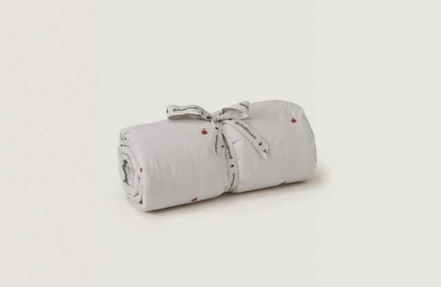 Garbo&Friends/Apple Filled Blanket