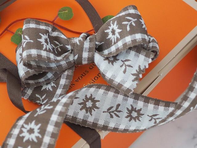 ドイツ製リボン「お花のコットン織り」25ミリ ワイヤーなし