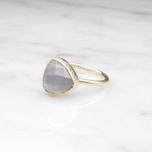 SINGLE TRIANGLE STONE RING GOLD 002