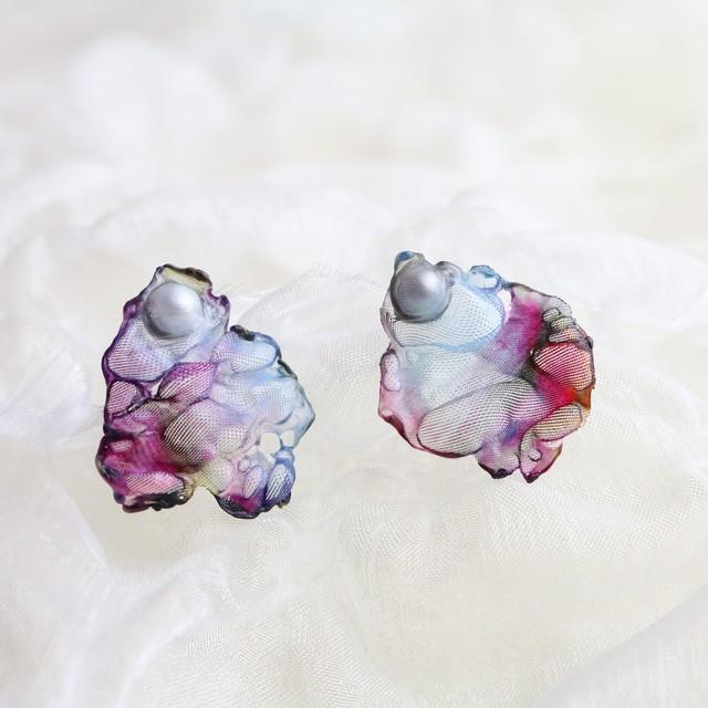 濃紫|染めオーガンジーの片耳アートピアス