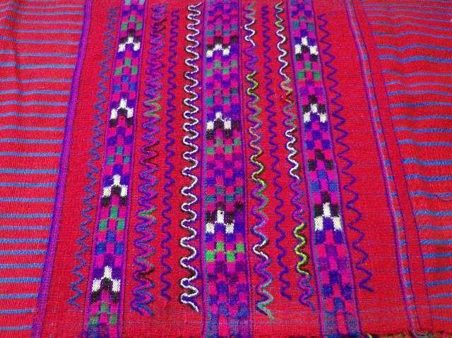 鮮やかな配色の織物(グアテマラ)