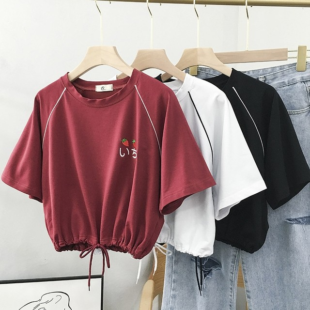 【トップス】絶対可愛いキュート刺繍ラウンドネック莓柄Tシャツ44798205
