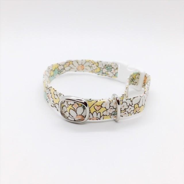 黄色地に白のマーガレットがかわいい猫の首輪-リバティ♫Alice W-(リボンなし)白【cat_2512】