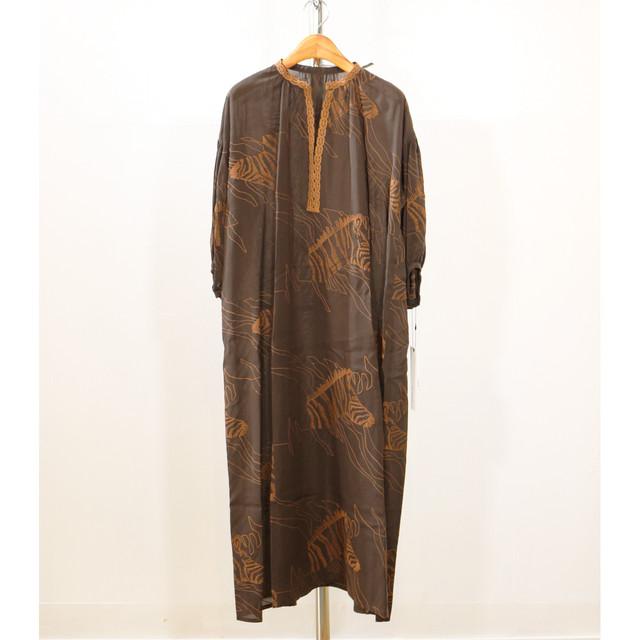 サファリ刺繍ワンピース:ブラウン