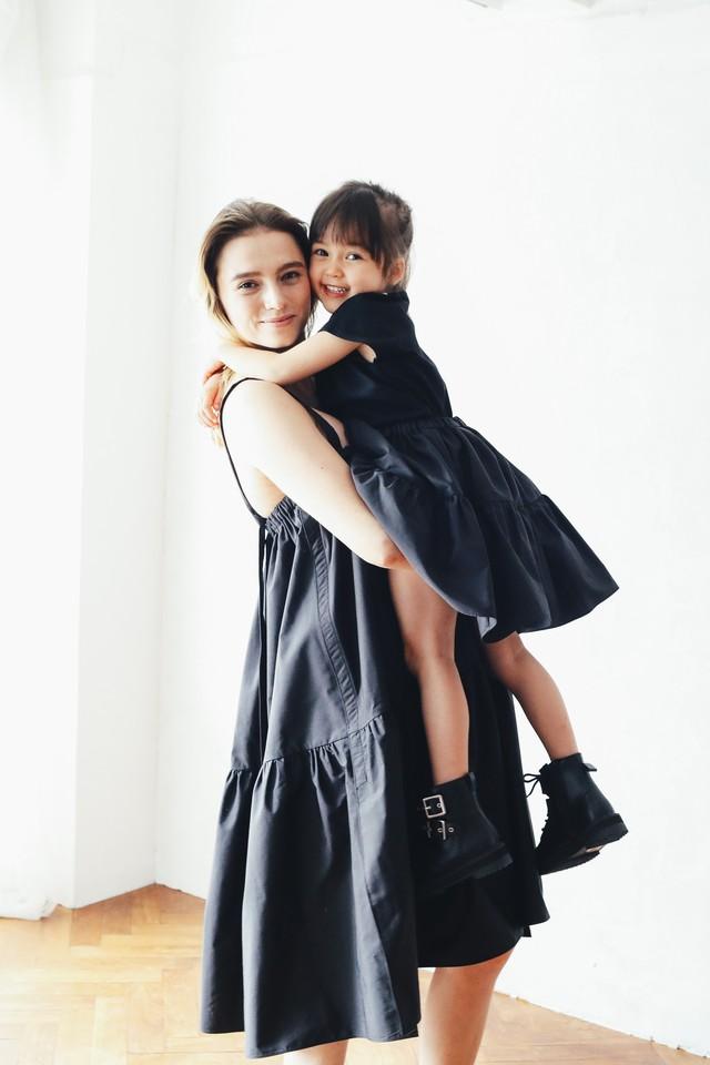 CRINOLINE with Mom BLACK