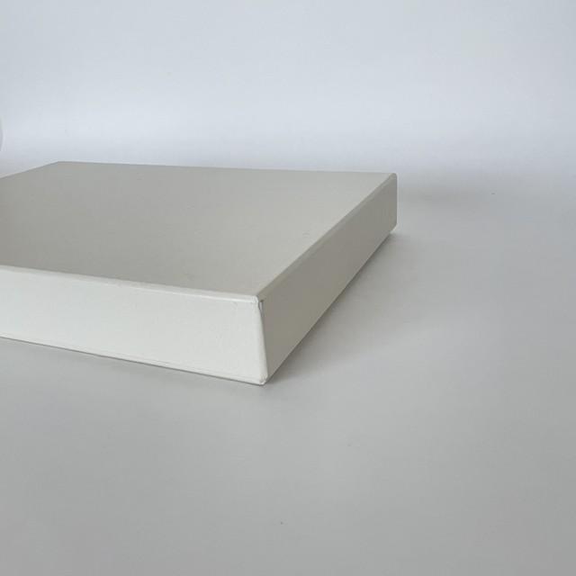 ハタノワタル    A4サイズ  紙箱 (白)