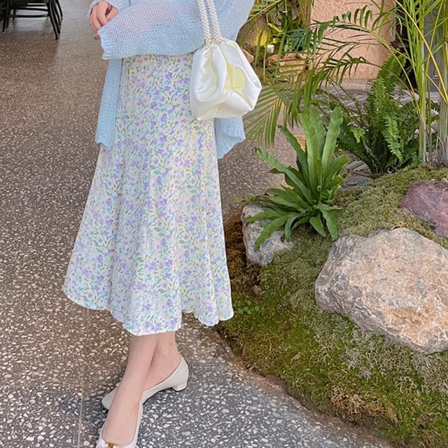 淡色女子のAラインラインスカート