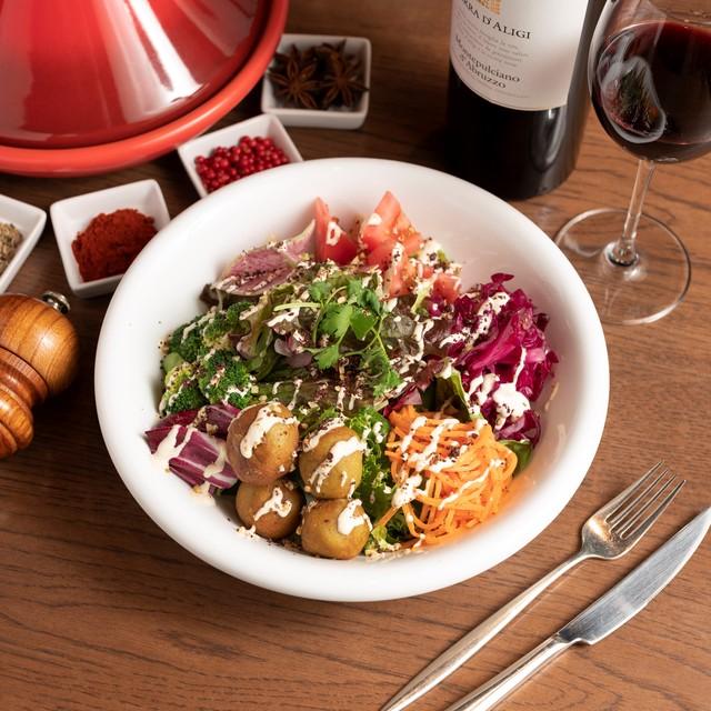 ホームメイドファラフェルと新鮮野菜のヴィーガンサラダ (2名様分)