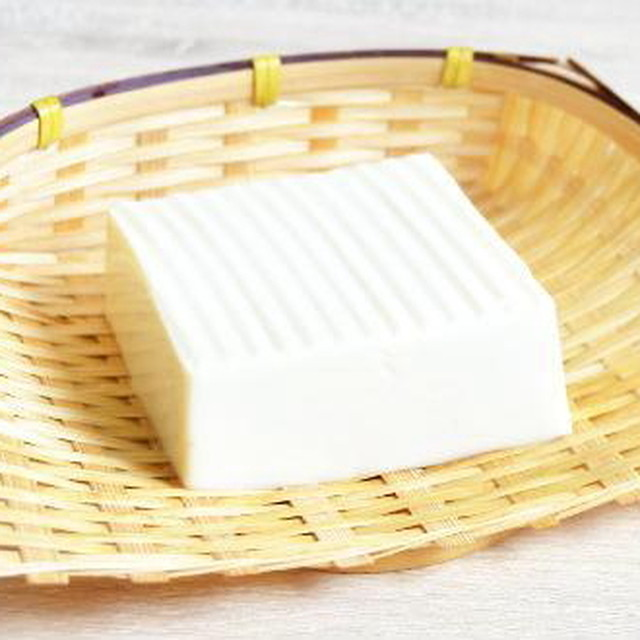 国産大豆の絹こし豆腐(140g)