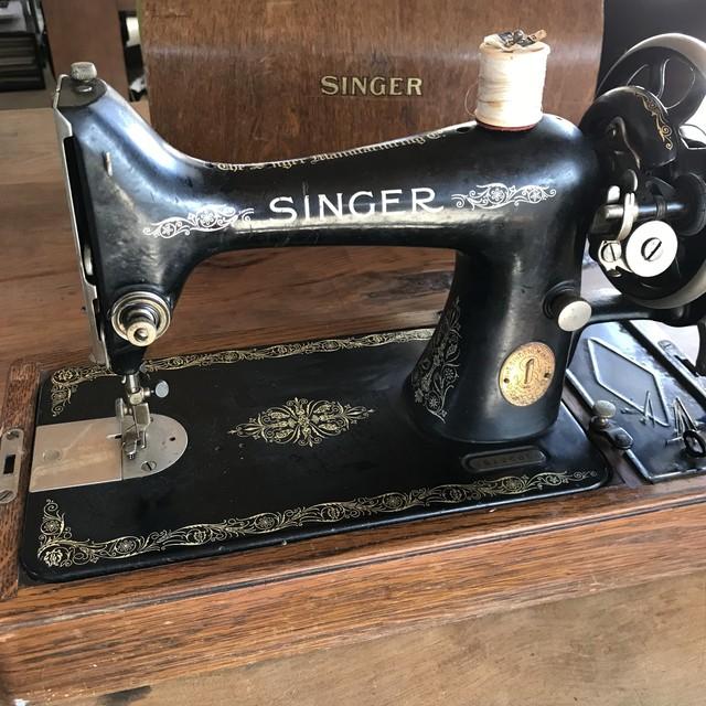 SINGER 1922年製 ミシン ポータブルミシン シンガー 古道具 輸入品
