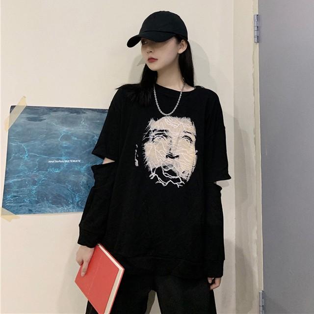 ストリートデザインのエルボーロングTシャツ