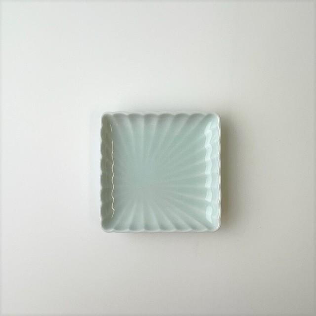 【伊万里焼】青白磁 菊彫正角小皿