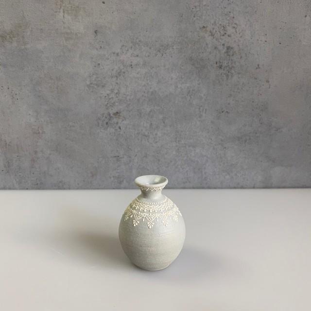 和田由記子27   小瓶a                                      W5cm×D5cm×H7cm    (口径内寸1cm 外寸2.5cm)