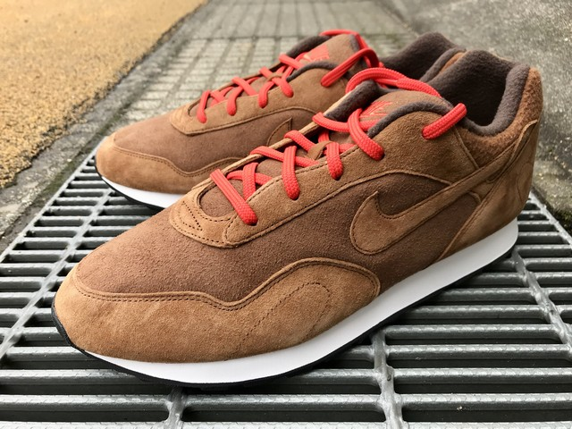 NIKE WMNS OUTBURST SE (LT BRITISH TAN/BAROQUE BROWN)