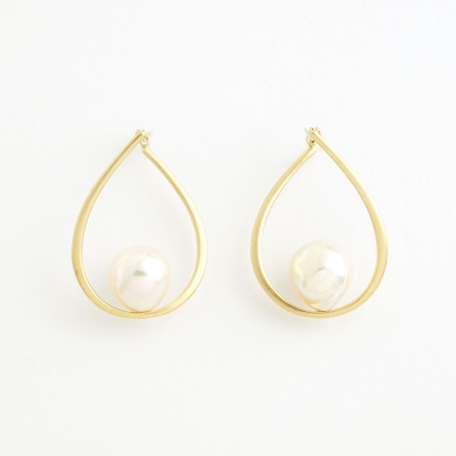 Akoya pearl drop pierce