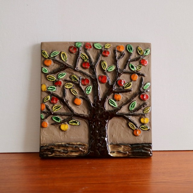 Jie Gantofta ジィ・ガントフタ / 陶板 赤い実の木