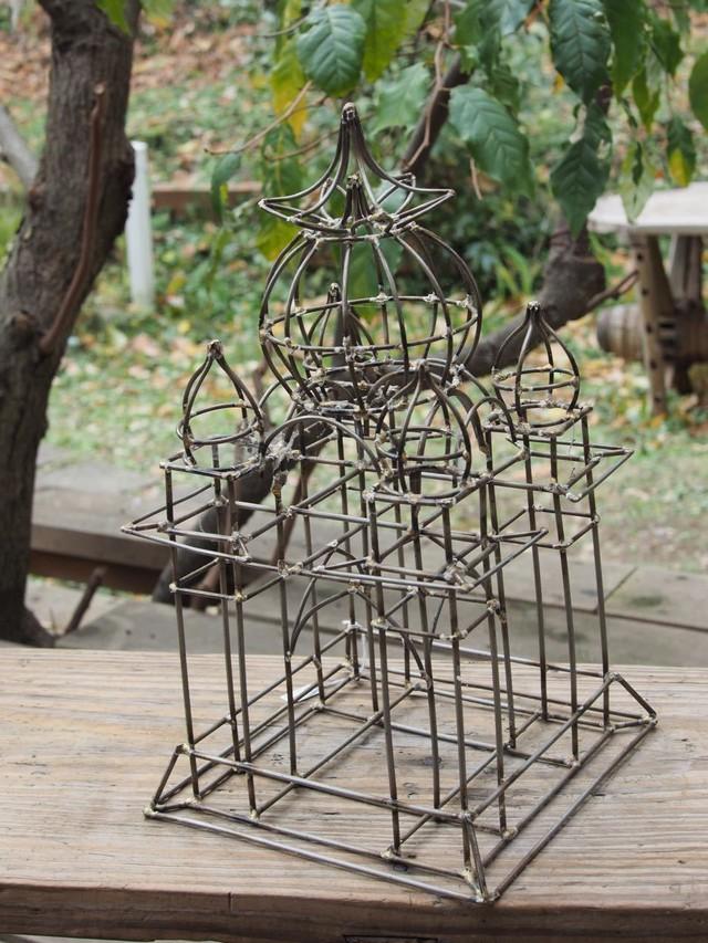 針金細工の仏塔(ストゥーパ)