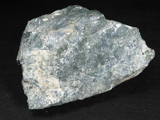 ずっしり!希少! カリフォルニア産  硬玉 翡翠 原石 ジェダイト 961,4g JDT018 鉱物 天然石 パワーストーン