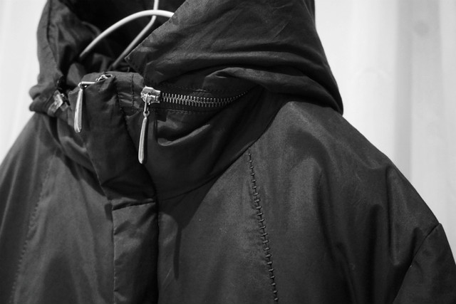 masnada / Long down jacket / BLK