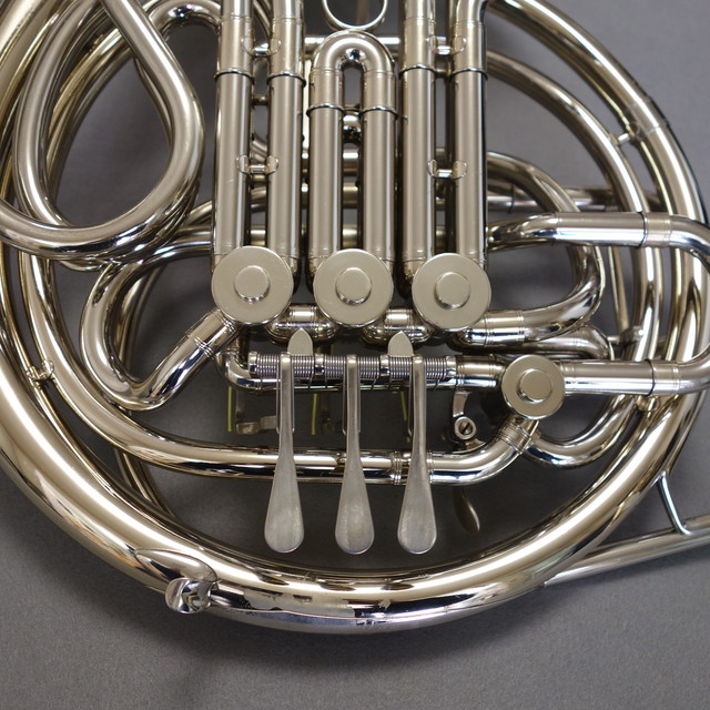 【CONNホルン】【中古楽器】C.G.CONN(コーン) フルダブルホルン 8D ニッケルシルバー ワンピースベル  ケース・マウスピース付属 調整済み
