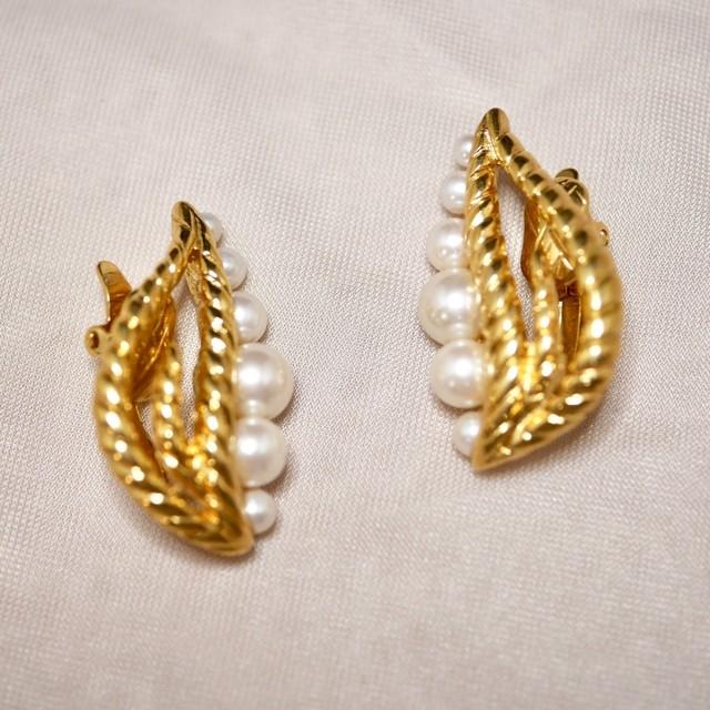 TRIFARI clip-on earrings