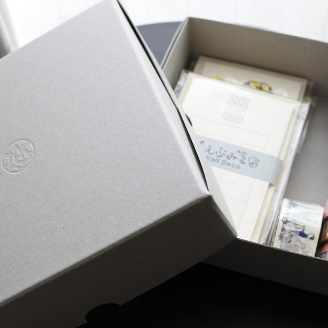 紙箱(テツクリテオリジナル)