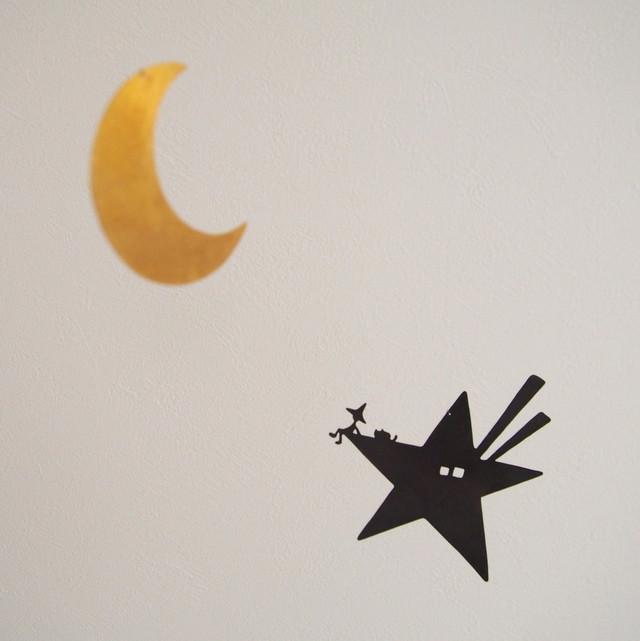 黄金の月、黒の飛行船