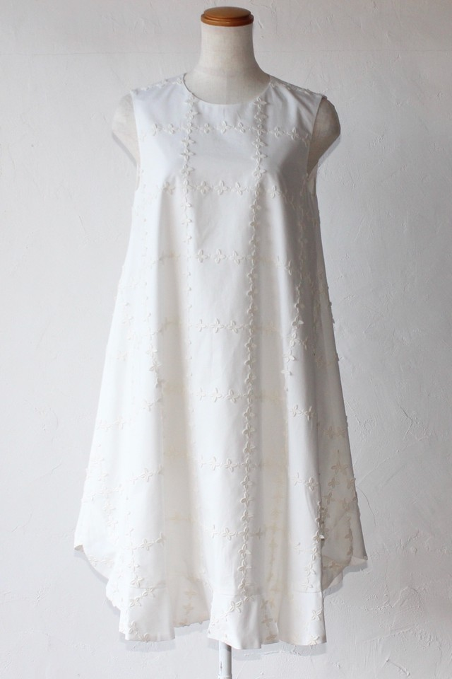 【leur logette】flower embroidery onepiece-white