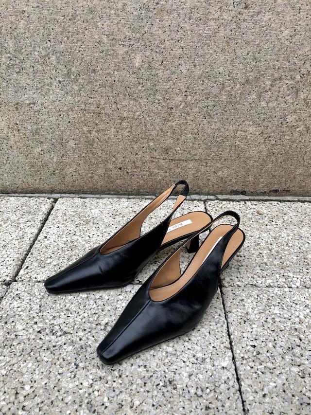 【予約】back strap pumps / black (3月下旬発送予定)