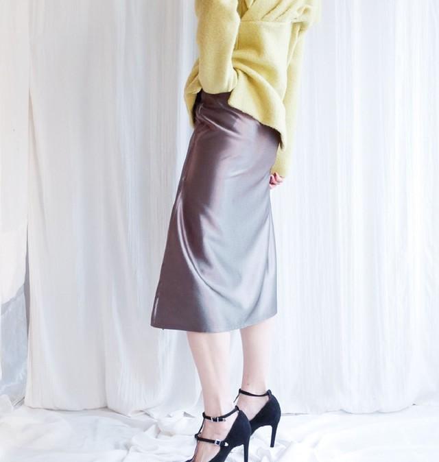 Metallic slit skirt