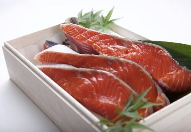 【新物】(ご自宅用)根津松本の「超希少 北海道産の紅鮭 」1切