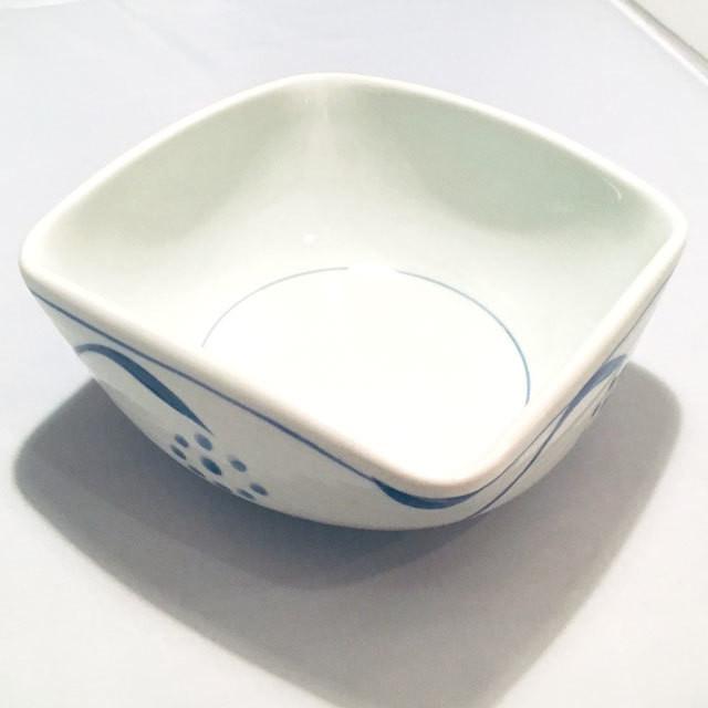 【砥部焼/梅山窯】3寸四方曲鉢(唐草)