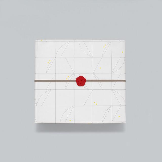【ギフトラッピング】オリジナル包装紙・水引梅結び